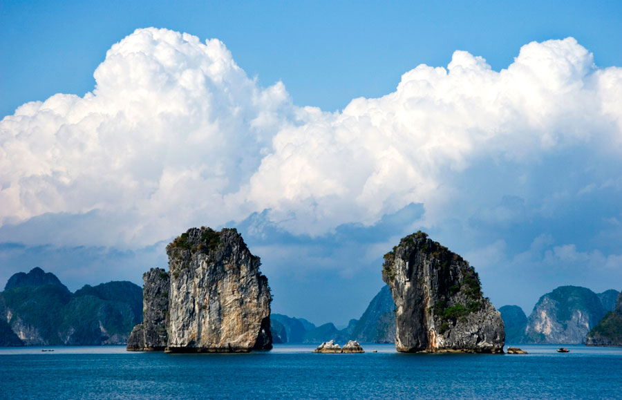 Some-of-the-hundreds-of-karst-limestone-islands-that-make-the-bay,-so-special